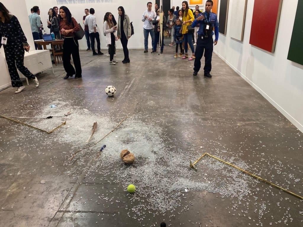 Арт-критик случайно взорвала экспонат на выставке современного искусства в Мехико