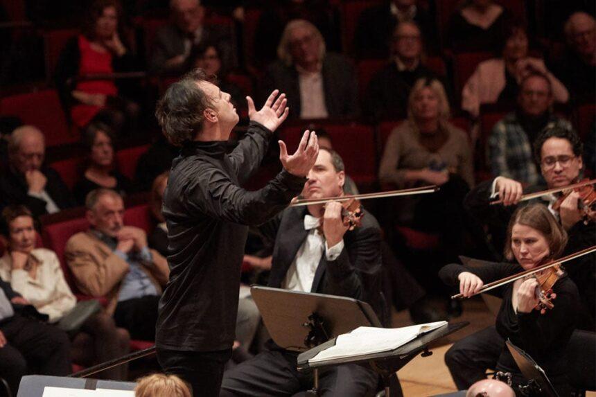 Овации и оценка «komisch»: концерт Теодора Курентзиса в Мюнхене