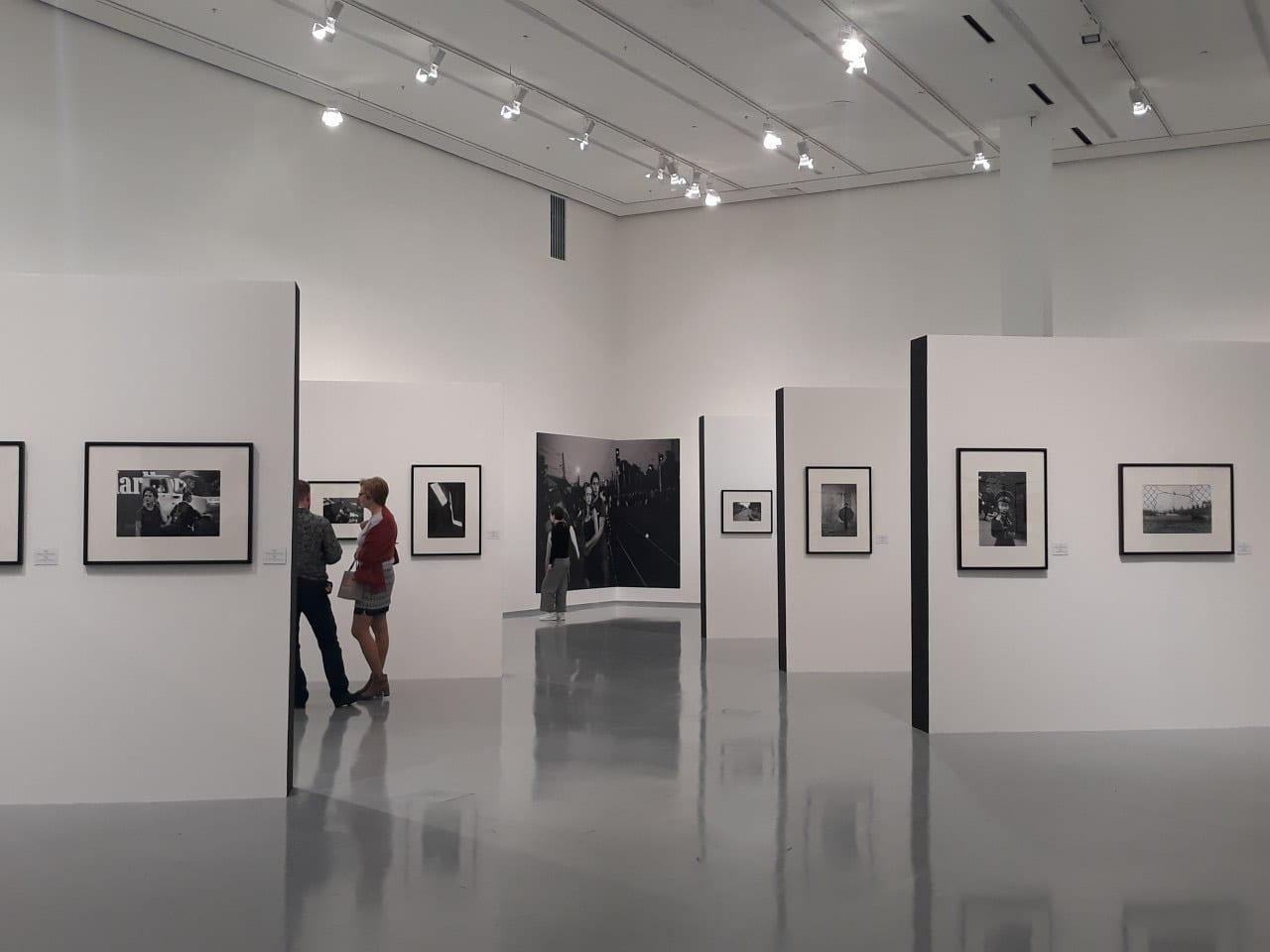 Запечатлеть эпоху: бег времени на «Фотобиеннале-2020»