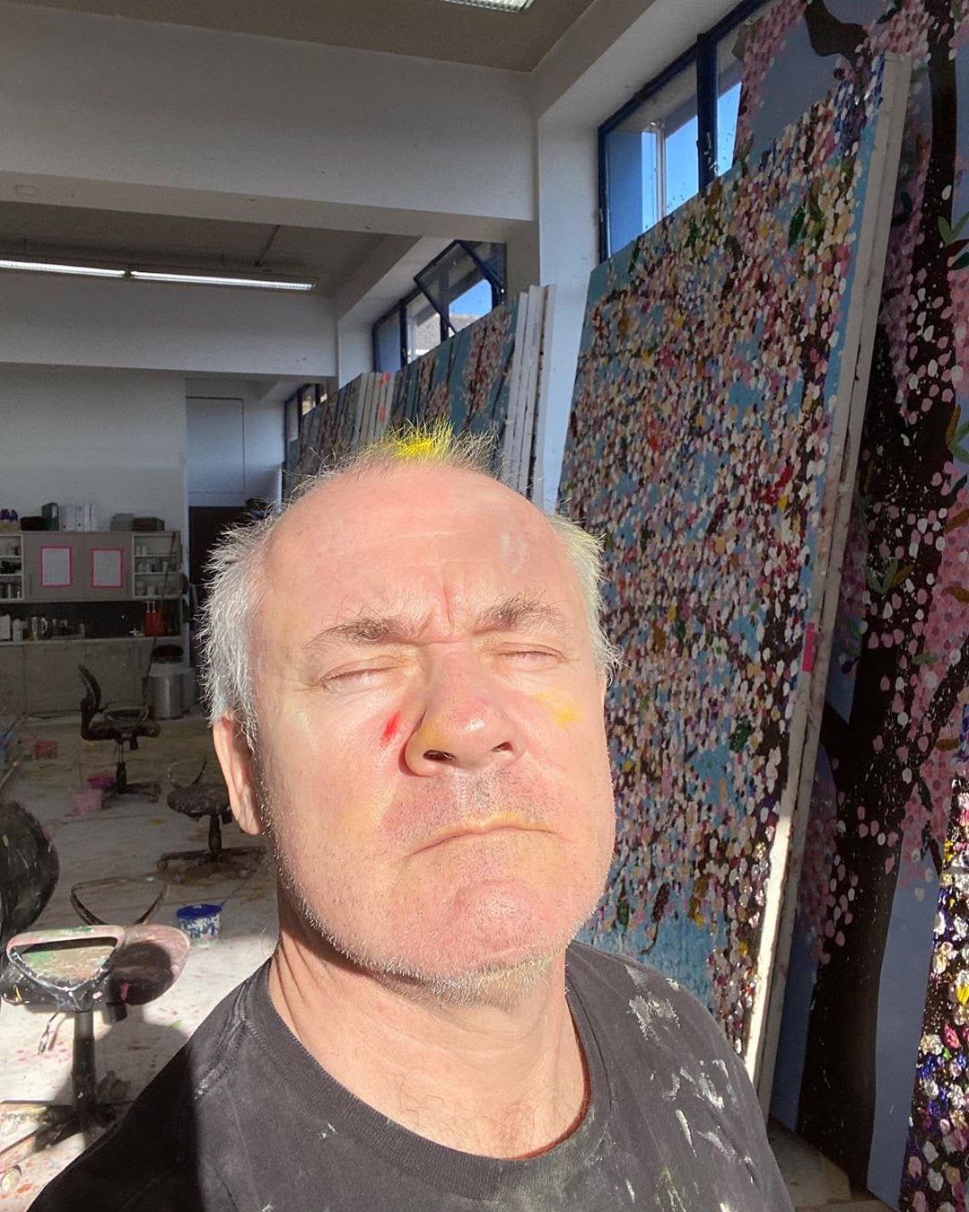 Дэмьен Херст на карантине работает над полотнами на тему цветения вишни