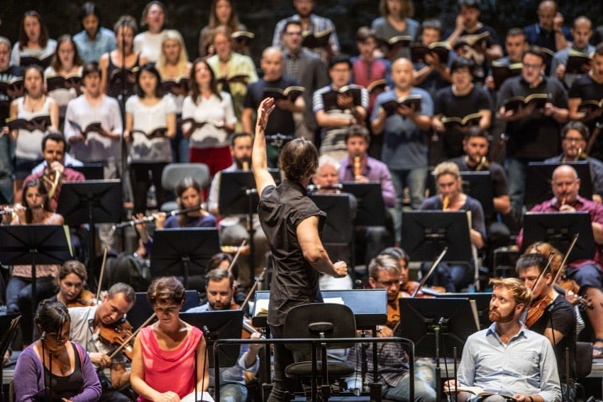 Теодор Курентзис с оркестром проведет онлайн концерт-лекцию 23 апреля