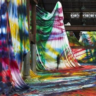 Выставка паблик арт художницы Катарины Гроссе «Это не мы» class=