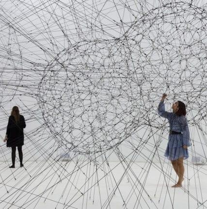 Дистанция в контексте современного искусства — насилие в прокси-мире