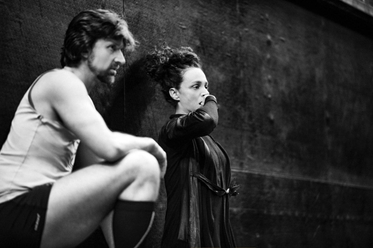 Спектакли 'Standby' и 'She remembers' Нидерландского театра танца можно посмотреть онлайн