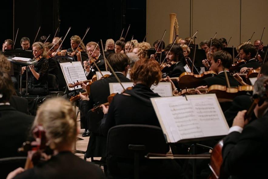 ВЯпонии впервые прошел концерт под управлением виртуального дирижера