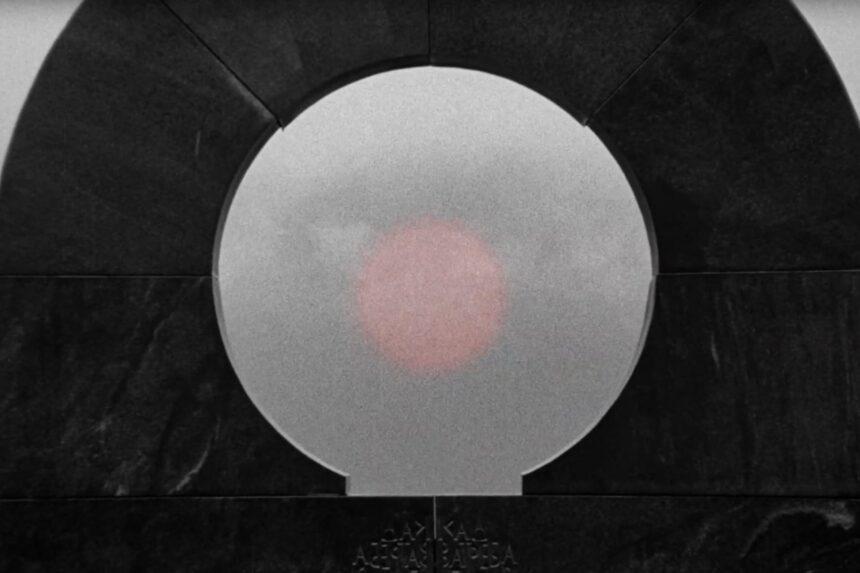 От тлена к солнцу: рецензия на фильм «Последние и первые люди»
