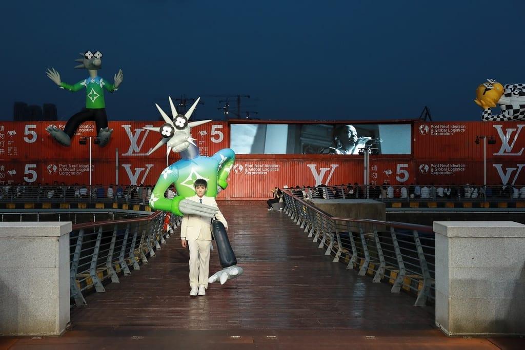 В Шанхае прошел показ новой мужской коллекции Louis Vuitton весна-лето 2021