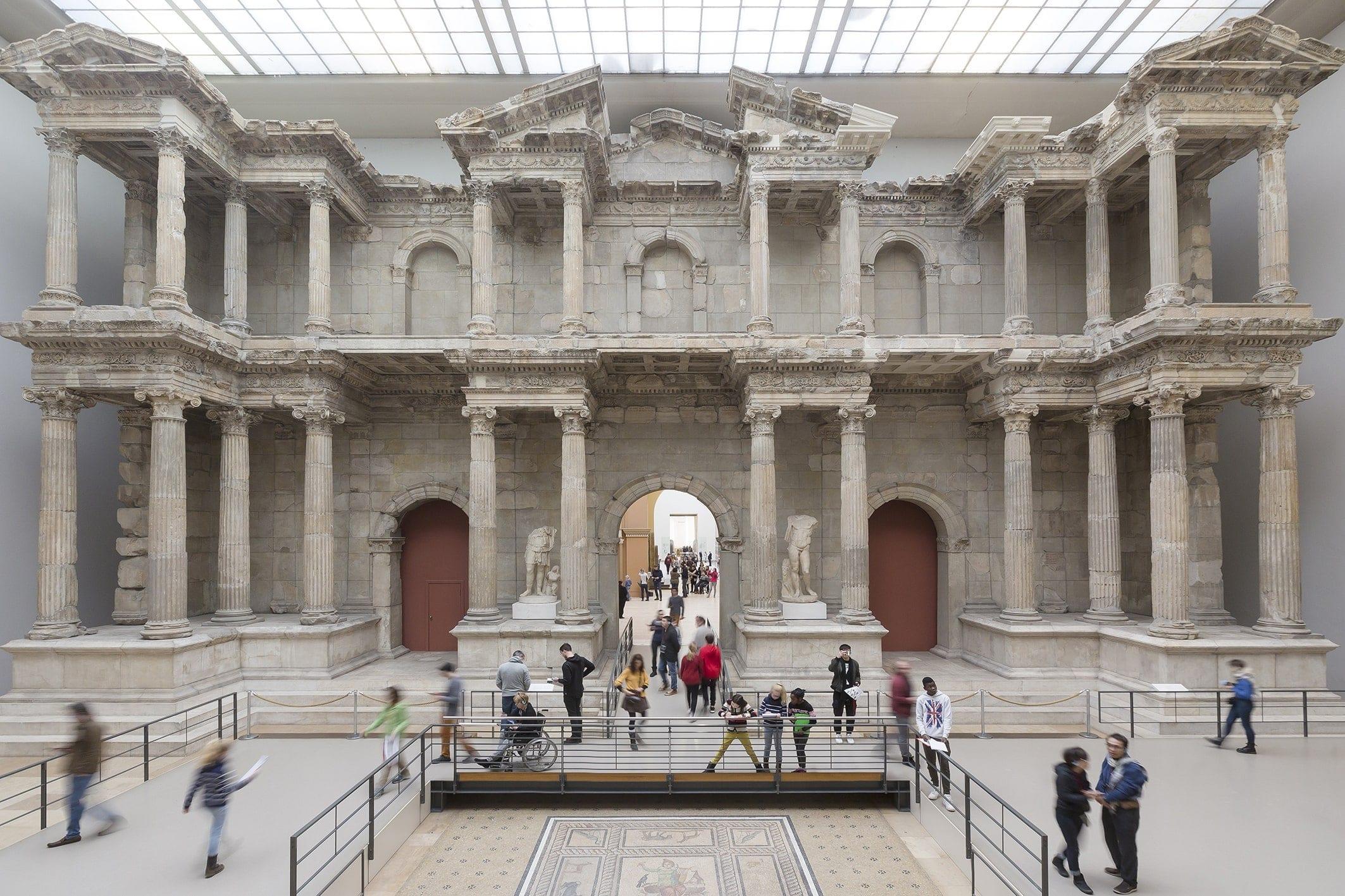 Вандалы повредили десятки экспонатов музеев Берлина