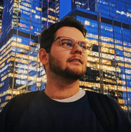 «Вэст здесь!»: интервью с киноэссеистом Александром Рыбаковым
