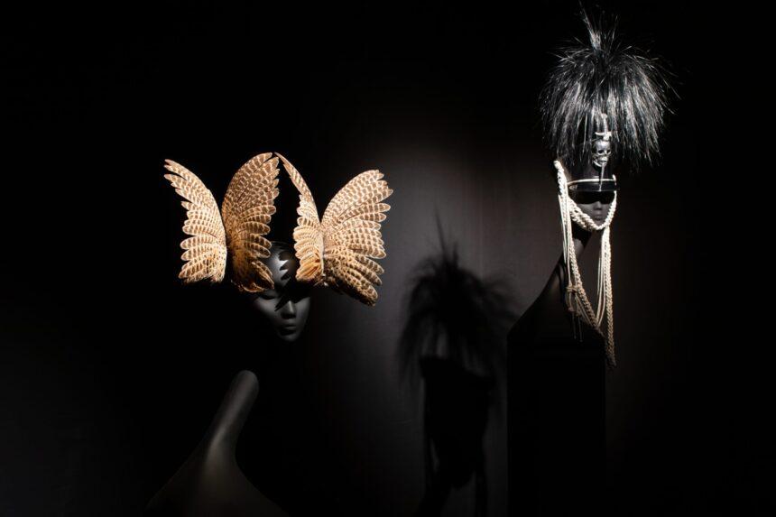 Выставка Филипа Трейси в «Эрарте»: шляпа, как символ романтизма