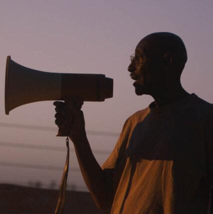 «Разговоры одеревьях»: кино олюдях среди брёвен