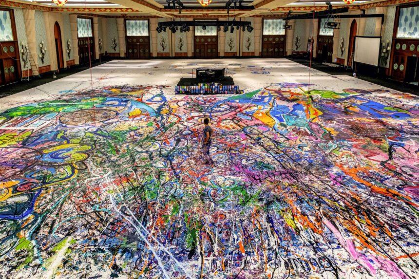 Самую большую в мире картину продали в Дубае за $62 млн.