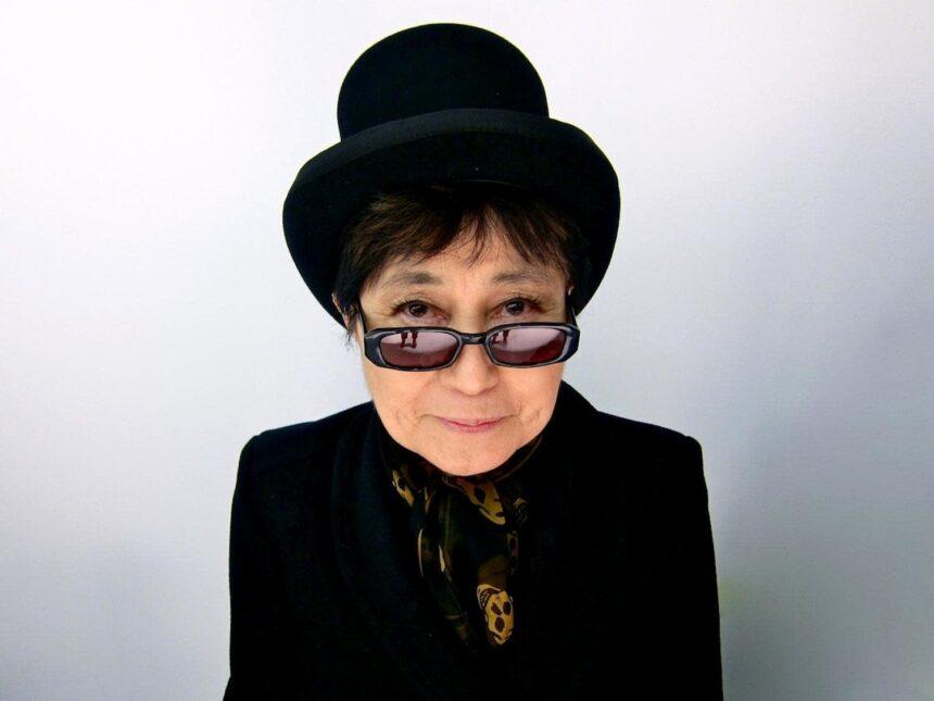 Инсталляция Йоко Оно появится на билбордах в День Земли