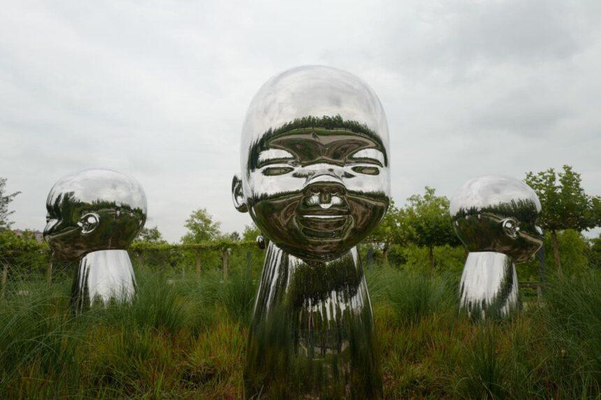 В Краснодаре появились скульптуры Кена Келлехера