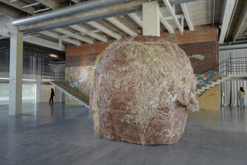 Медитации и скульптуры: летний сезон в «Гараже»