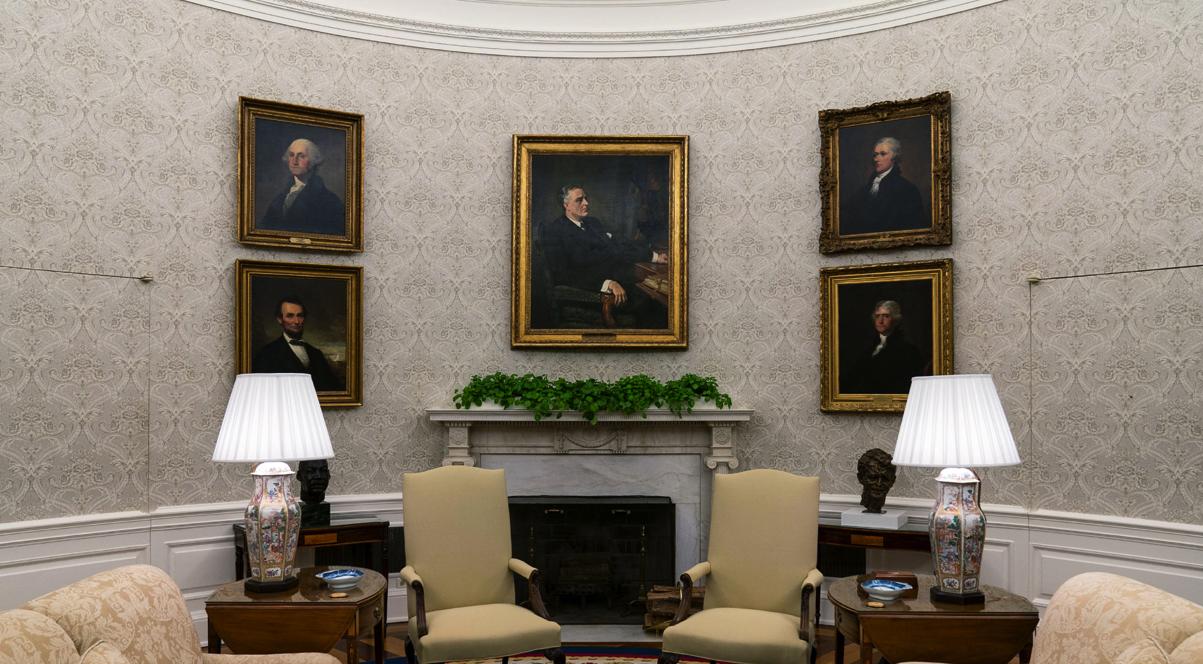 Какие произведения искусства выбрала чета Байден для украшения Овального кабинета