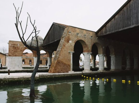 Гид по главным арт-объектам Венецианской архитектурной биеннале–2021