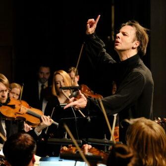 Творческая резиденция Теодора Курентзиса и оркестра musicAeterna в Москве class=