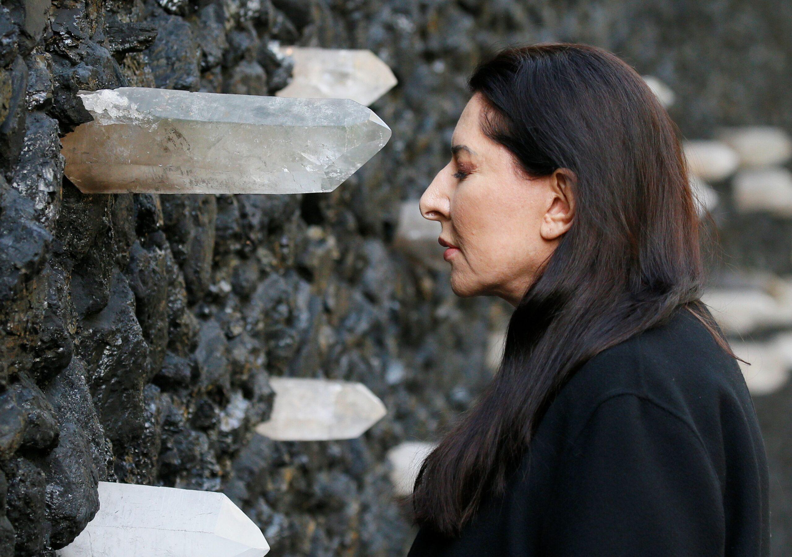 В Бабьем Яру открыли «Кристальную стену плача» Марины Абрамович